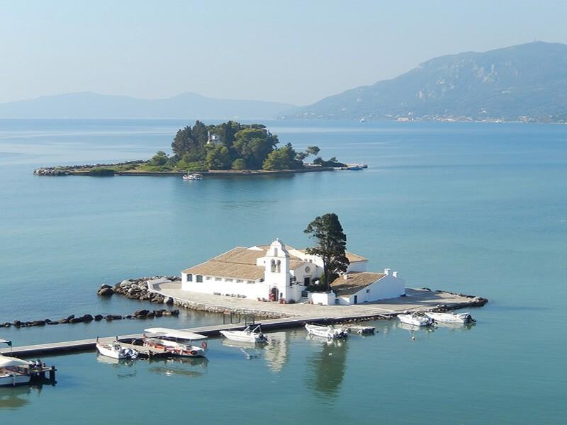 Monasterio Vlachérna y la Isla de Pontikonissi (Isla de Ratones)