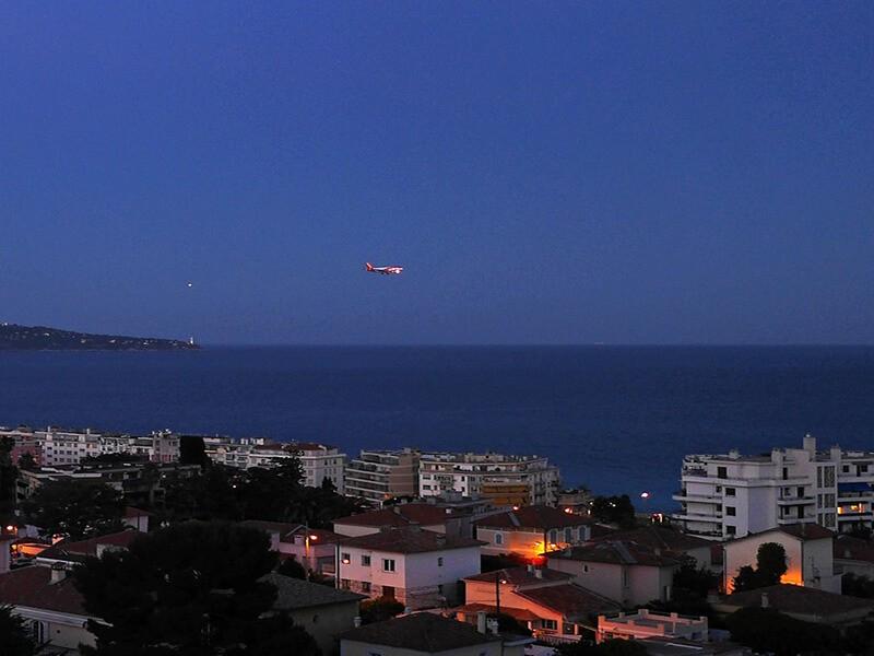Vista de Niza en Helicóptero